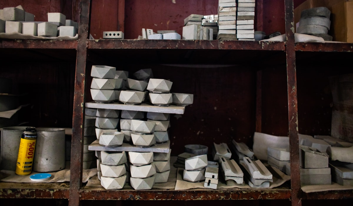 07fcf5d0fe5a Казанская мастерская, которая делает светильники и часы из бетона